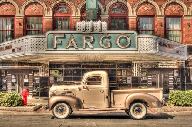 fargotheatre_truck