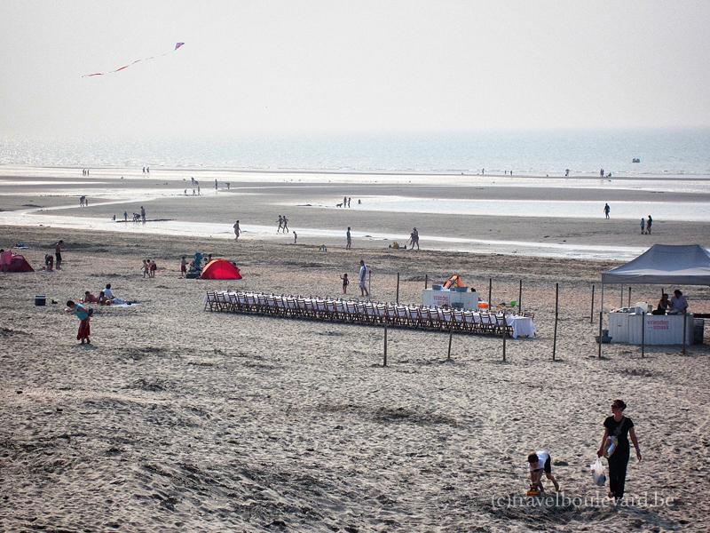 The setting: the beach in De Panne