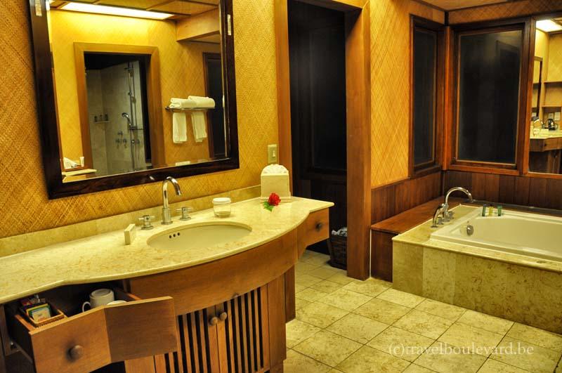 hilton-borabora-bathroom-overwatervilla