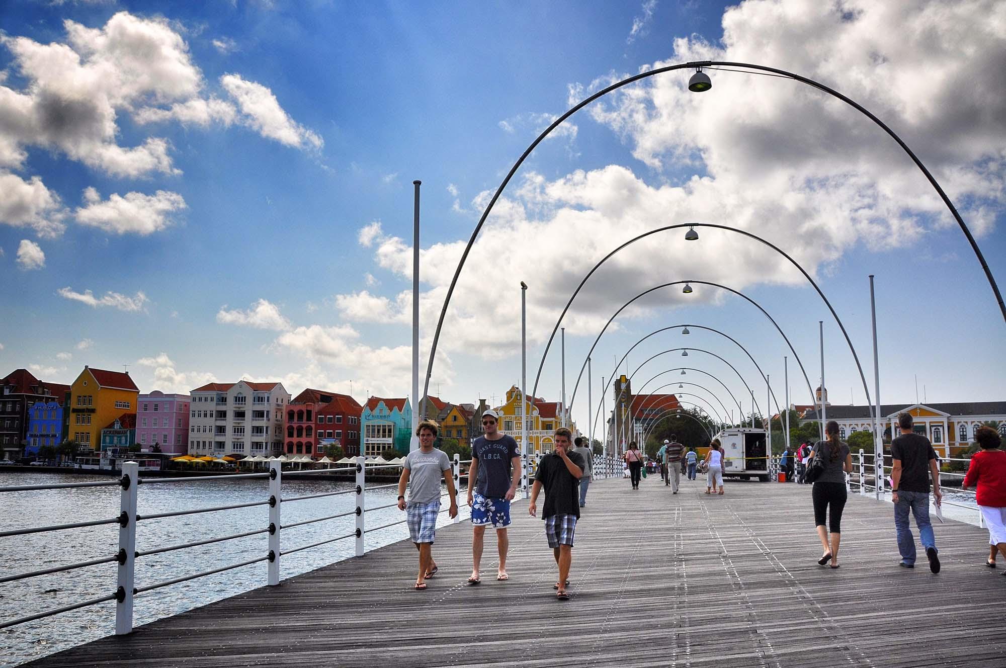 curaçao bridge