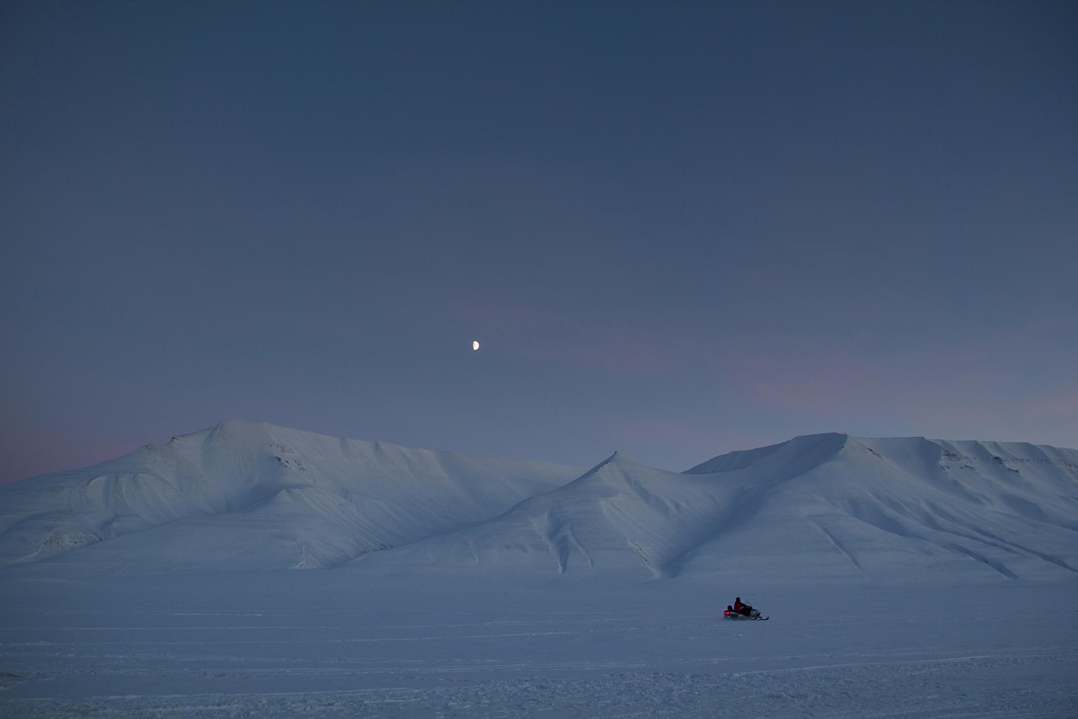 Svalbard-snow-mobile
