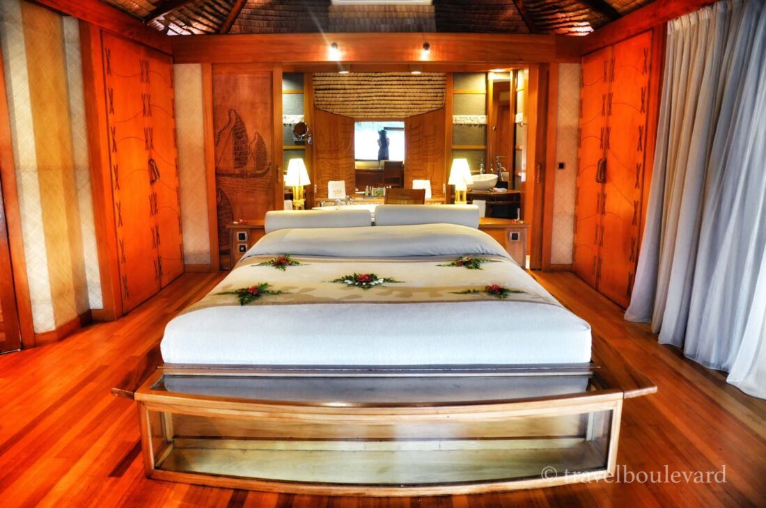 Le Taha'a room overwater bungalow