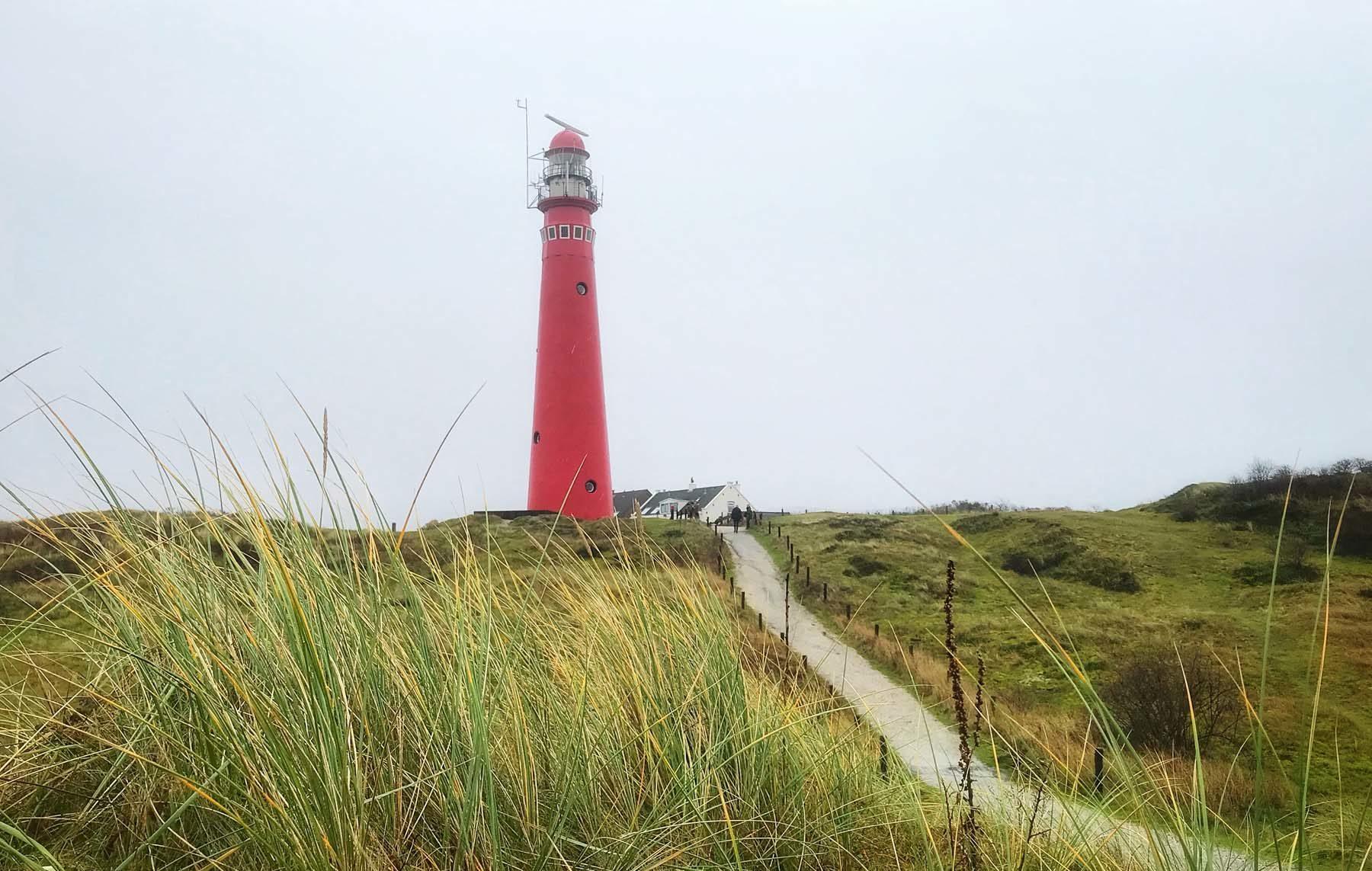De rode vuurtoren van Schiermonnikoog